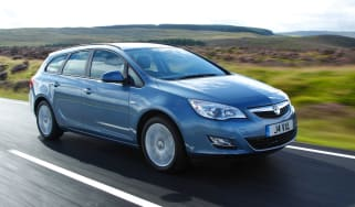 Vauxhall Astra Sport Tourer front tracking