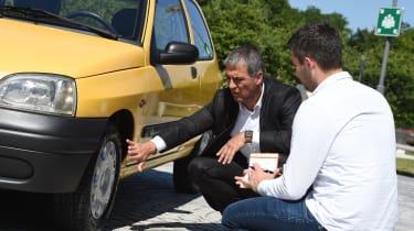 Renault Clio Mk1 - examining