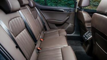 Skoda Superb 1.4 TSI 2015 rear seats