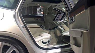 Volvo S90 Excellence - show rear seats