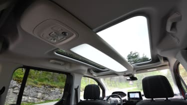 Peugeot Rifter roof