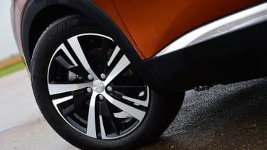 Peugeot 3008 brown - wheel