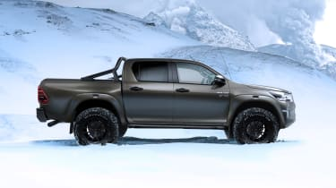 Toyota Hilux AT35 - side
