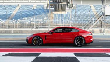 New 2018 Porsche Panamera GTS profile