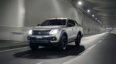 Fiat Fullback Cross - front dark