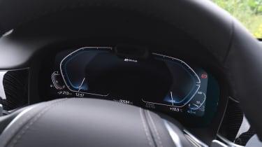 BMW 745Le xDrive - dials