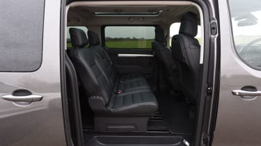 Peugeot Traveller 2017 - middle row seats