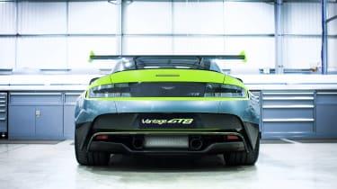 Aston Martin Vantage GT8 - rear