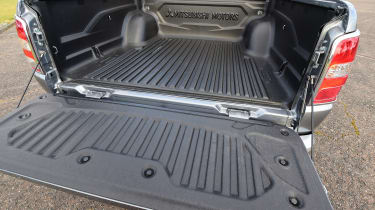 Mitsubishi L200 - load space