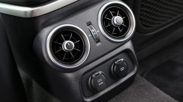 Kia Stinger - rear vents