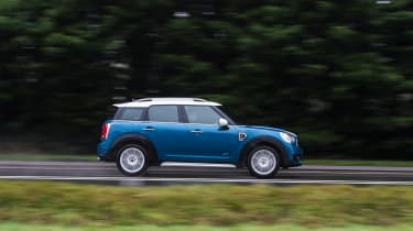MINI Countryman 2017 - side tracking