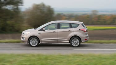 Ford Kuga Vignale 2016 - side tracking