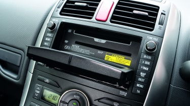 Toyota Auris HSD CD player