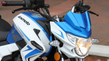 Lexmoto Venom review - headlamp