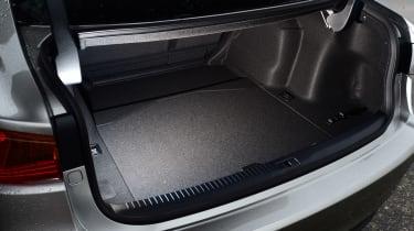 Lexus IS 300h - boot
