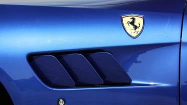 Ferrari GTC4 Lusso T 2017 - blue side vent