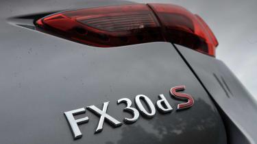 Infiniti FX 30d S badge