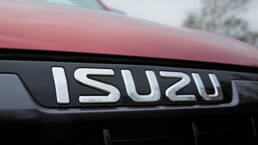 Isuzu D-Max - Isuzu badge
