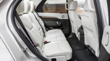 Land Rover Discovery 2017 rear seats
