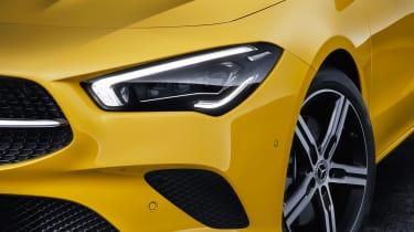 Mercedes CLA Shooting Brake - studio front light