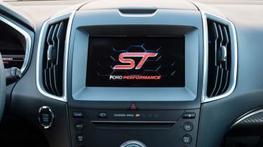 Ford Edge ST 2018 screen
