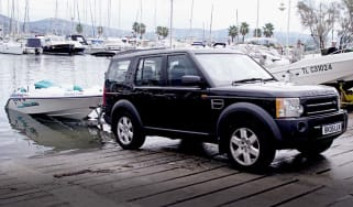 Land Rover Discovery pulling boat