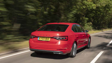 Skoda Superb - rear tracking