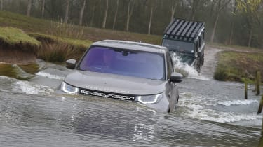 Land Rover Discovery HSE Luxury - submerged