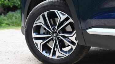 Hyundai Santa Fe - long-term first report wheel