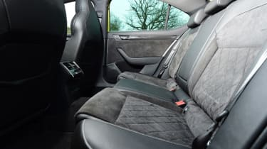 Skoda Superb Sportline - rear seats