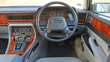 Jaguar XJ40 - dash