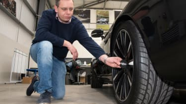 Hub cap attaching with Hugo Griffiths