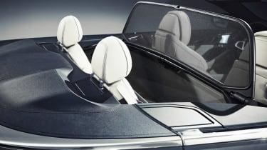 BMW 8 Series Convertible - screen