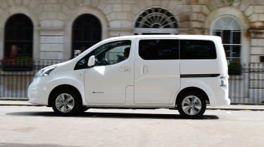 Nissan e-NV200 Combi - side