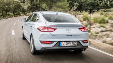 Hyundai i30 Fastback - rear tracking