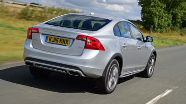 Volvo S60 Cross Country 2015 - rear tracking