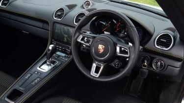 Porsche 718 Cayman T - dash