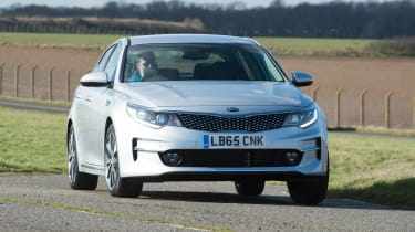 Kia Optima - cornering
