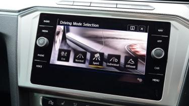 Volkswagen Passat Alltrack - screen