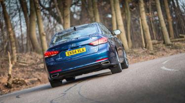 Hyundai Genesis UK 2015 cornering