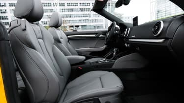 Audi S3 Cabriolet 2016 - front seats