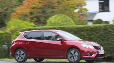 Nissan Pulsar 1.5 dCi Tekna driving