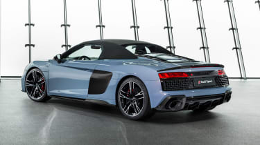 Audi R8 Spyder - studio rear roof up