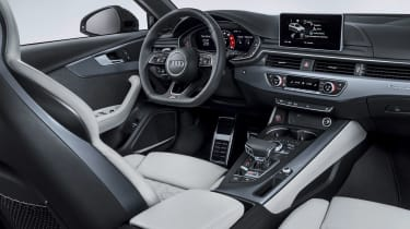 Audi RS4 Avant - dash