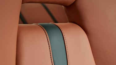 MSO 570GT - seat close up