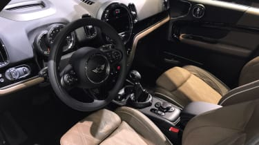 MINI Countryman - show dash