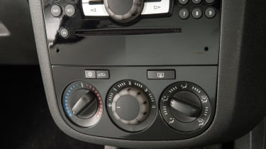 Used Vauxhall Corsa - centre console