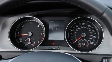 Volkswagen Golf Estate dials