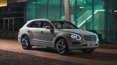 Bentley Bentayga PHEV - front static night