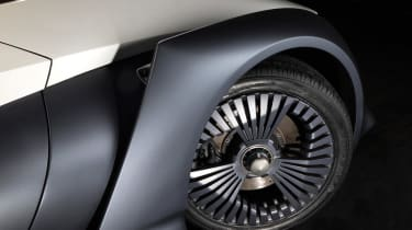Nissan BladeGlider - wheel